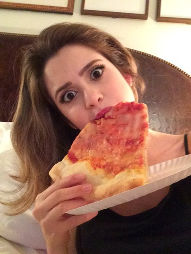 2451fbb5a75 LAURA MARANO SNAPS A PIZZA SELFIE WHILE WATCHING THE GRAMMY AWARDS